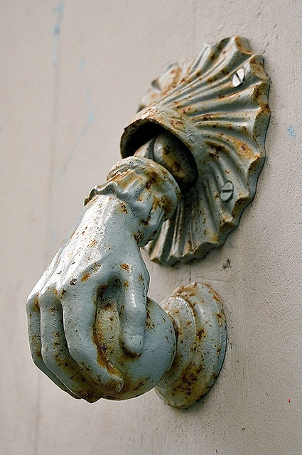 I need this door handle.